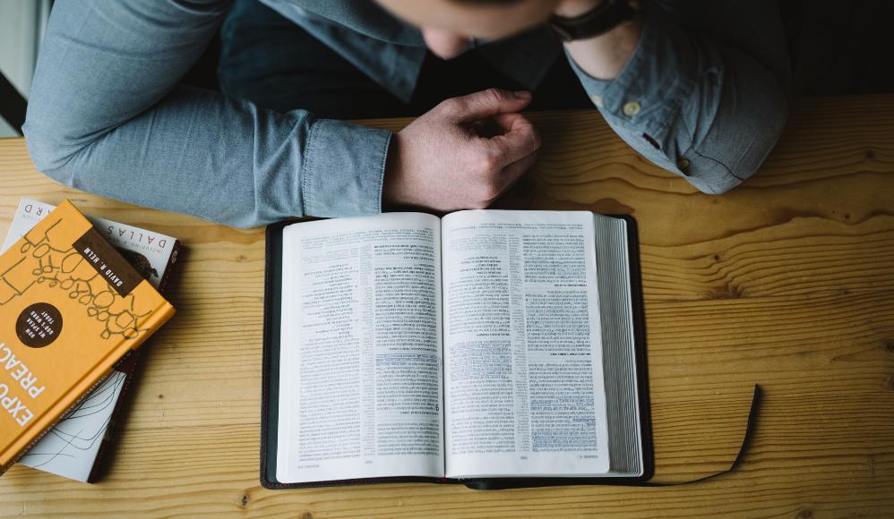 lendo a biblia - Devocional diário pra quê?